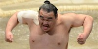 October 2013 - Sumo Legend Retires